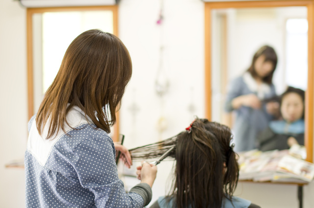 美容師の専門学生