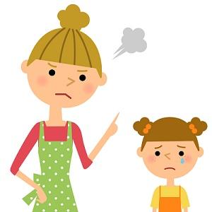 娘を叱る母親